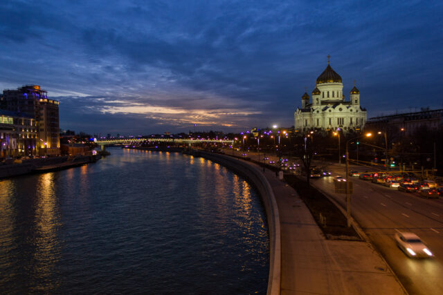 Kurtarıcı İsa Katedrali, köprüden