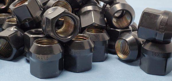 14mm x 1.5 OE Acorn Lug Black