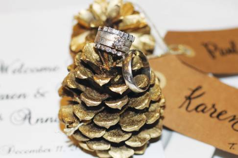 pinecone-place-card-with-ring-01
