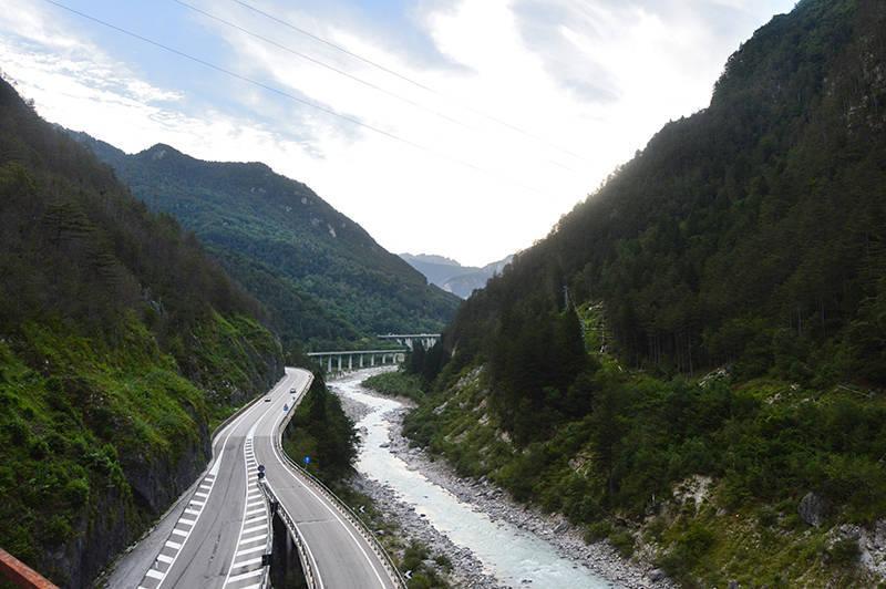 Drumul National si Autostrada vazute de pe pista de biciclete