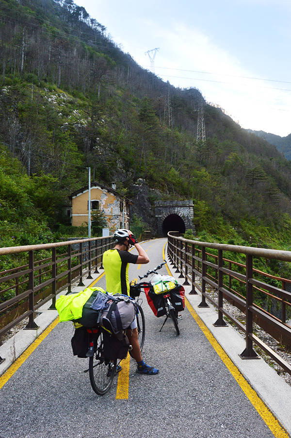 Cum arata pista ciclabila (parte din Alpe-Adria)