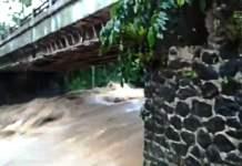 Diterjang Arus Sungai, Tiang Penyangga Jembatan Cikuluwung Ambrol