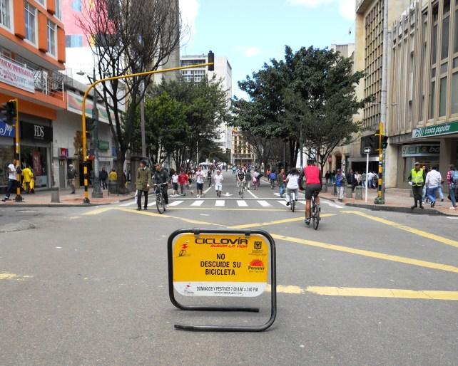Ciclovía_Bogotá_cra_7_con_cl_17