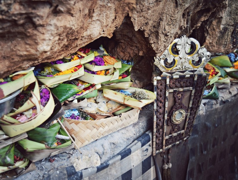 offerings_balangan_beach_bali_indonesia