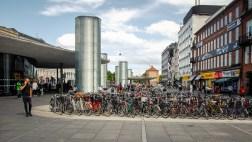 Parkirišča za kolesa na Nørreportu - glavnem vozlišču javnega prometa v Copenhagnu // Bike parking at Nørreport Station, main public transport station in Copenhagen