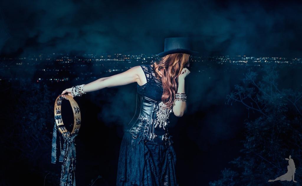 violet-vixen-corset-stevie-nicks-top-hat-rock-fashion-smoke-bomb-boho-blogger-fleetwood-mac 15 (1)