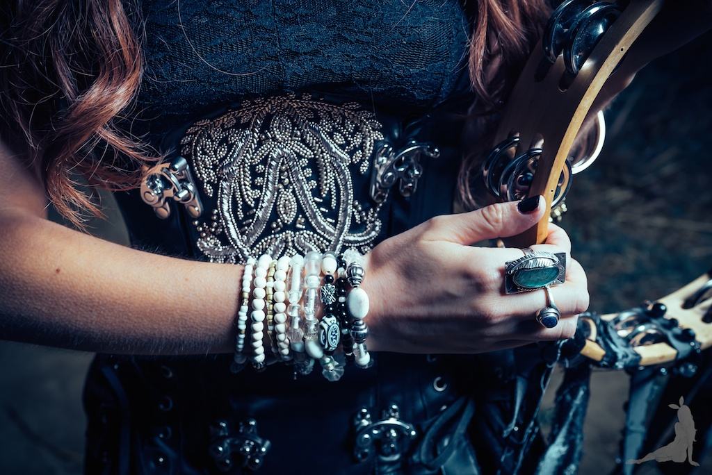 violet-vixen-corset-stevie-nicks-top-hat-rock-fashion-smoke-bomb-boho-blogger-fleetwood-mac 18 (1)