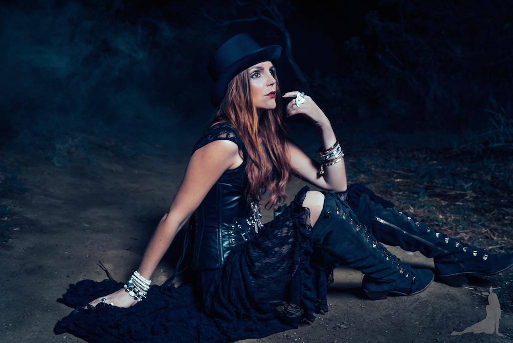 violet-vixen-corset-stevie-nicks-top-hat-rock-fashion-smoke-bomb-boho-blogger-fleetwood-mac 19 (1)