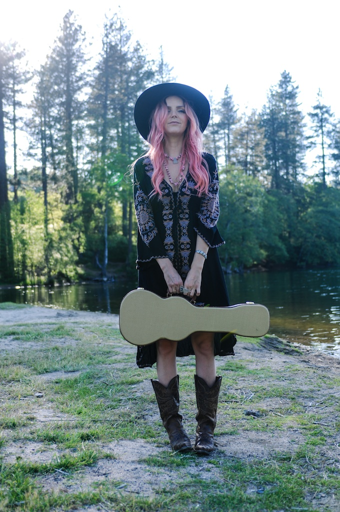 femmebot-clothing-big-bear-ukulele-boho-bunnie-embroidery-overtone-hair-color-bohemian-fashion-blogger-cowboy-boots-tweed-uke-case-stevie-nicks-dress 4