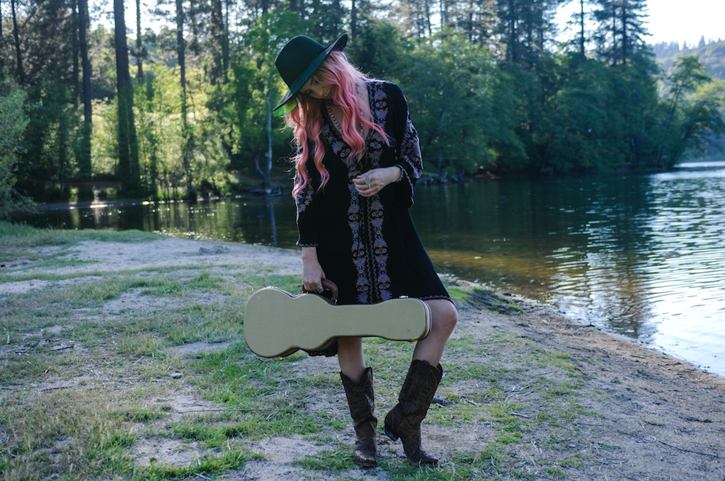 femmebot-clothing-big-bear-ukulele-boho-bunnie-embroidery-overtone-hair-color-bohemian-fashion-blogger-cowboy-boots-tweed-uke-case-stevie-nicks-dress 5