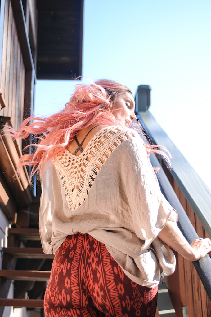femmebot-clothing-crochet-poncho-bohemian-fashion-blogger-overtone-hair-color-kaftan-big-bear 12