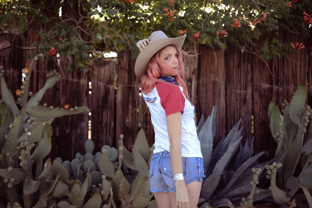 pink-arrows-boutique-boho-bunnie-pioneertown-fpme-trunk-vintage-tee-fashion-blogger 17