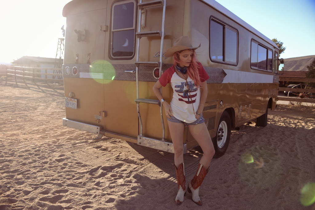 pink-arrows-boutique-boho-bunnie-pioneertown-fpme-trunk-vintage-tee-fashion-blogger 6