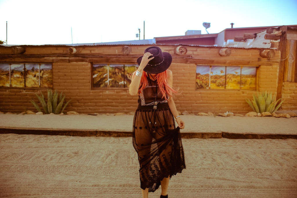 gypsy-junkies-joshua-tree-desert-pioneertown-pappy-and-harriets-western-fashion-travel-blogger-boho-bunnie-bohemian-13