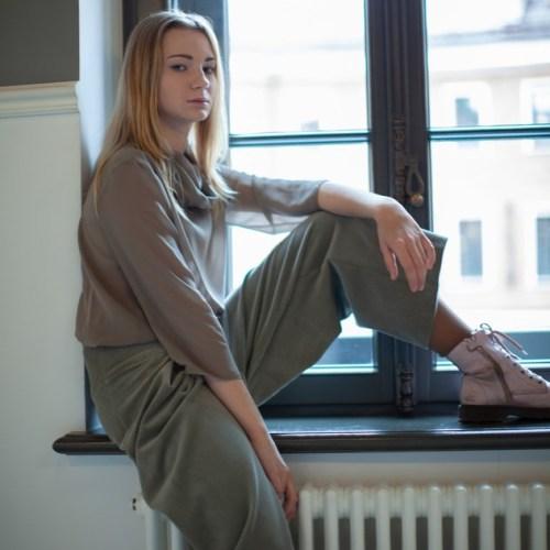 WonderMary брюки-кюлоты вельветовые серые
