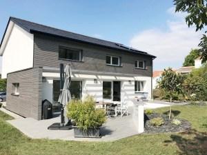 Vue de la terrasse d'un maison passive