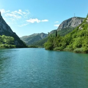Boho travel art leasure boat tour Cetina river