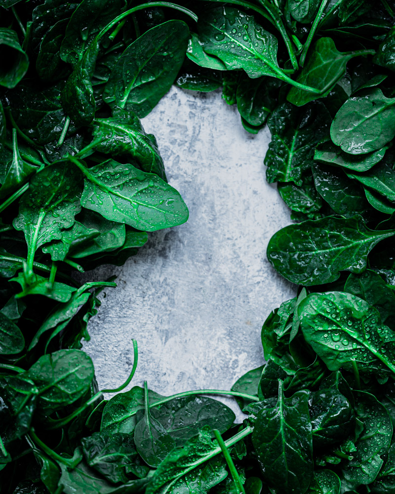 Fresh spinach leaves with dew drops |boiledbeanstudio food photographer berlin