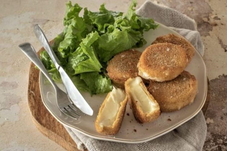 Fried cheese medallions