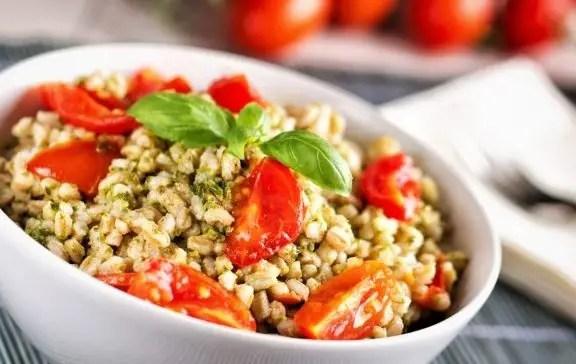 Barley salad with pesto