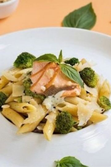 Broccoli and salmon pasta