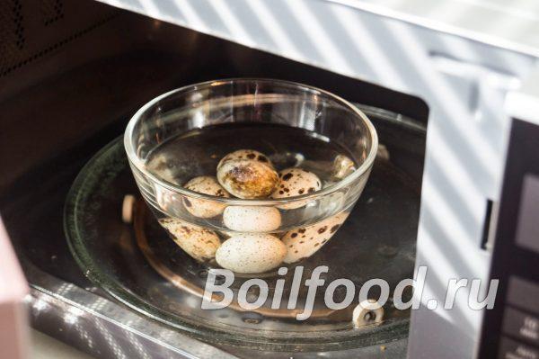 Ставим перепелиные яйца в микроволновку