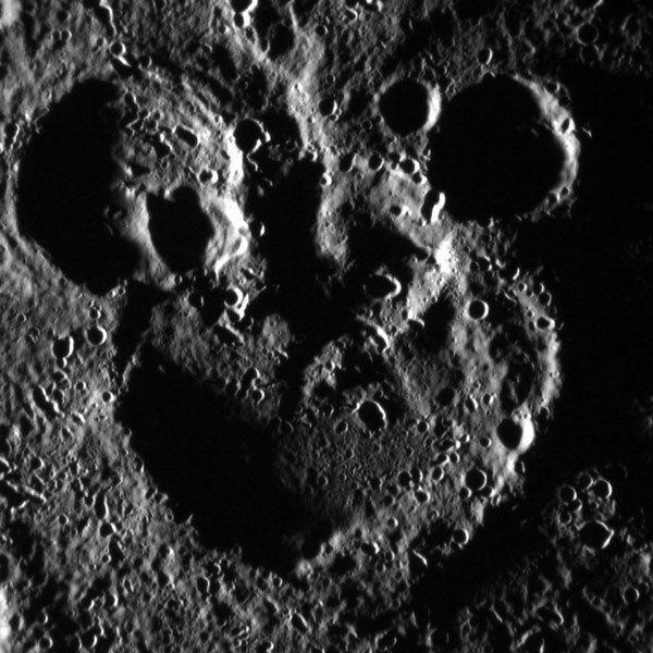 La-Mickey-Mouse-On-Mercury-Yawn-20120619-001-1