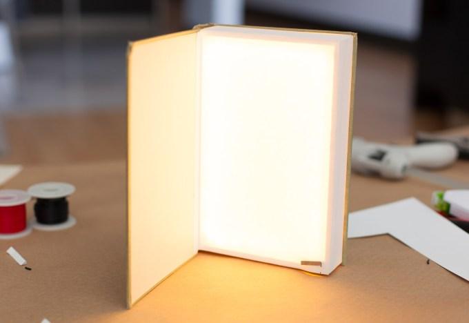 hardback_reading_light_complete