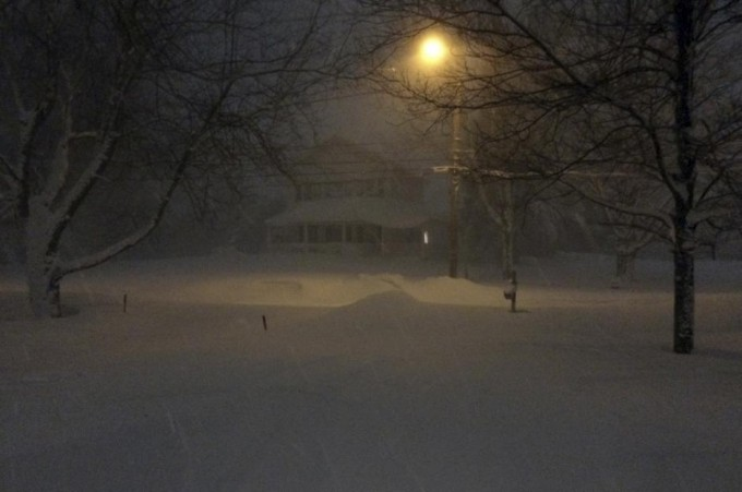 Heavy Lake Effect snow falls in Orchard Park, New York. JUDITH GROS/REUTERS