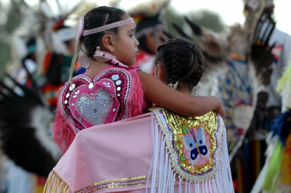 """A pair of young Native American dancers stand together during the opening """"grand entry"""" to start the Oglala Nation Pow Wow and Rodeo in Pine Ridge, South Dakota, August 4, 2006. (REUTERS/JONATHAN ERNST)"""