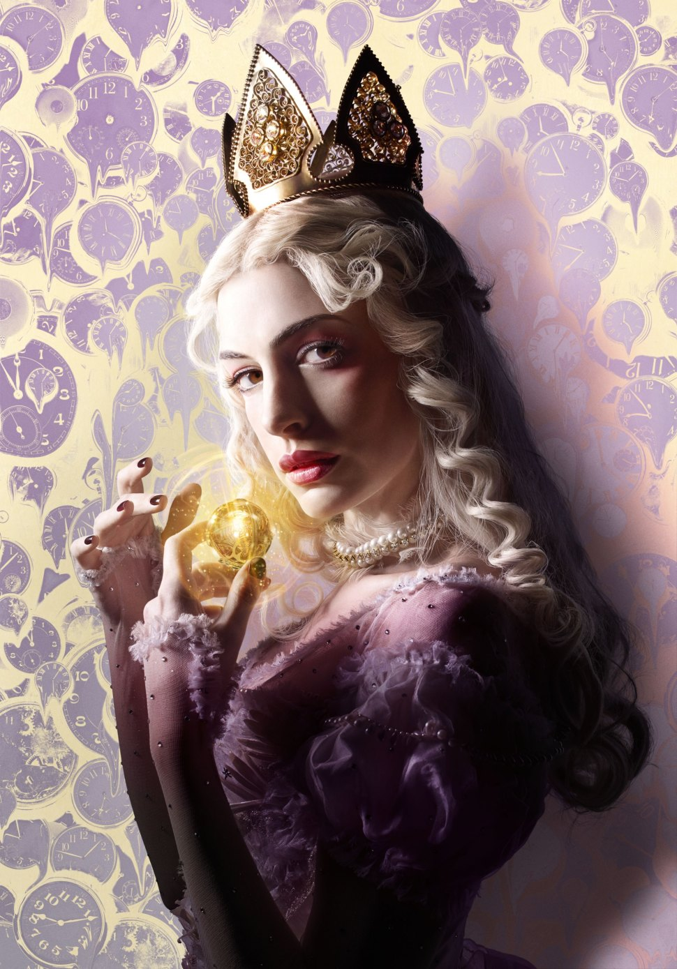 Anne Hathaway is the White Queen  in