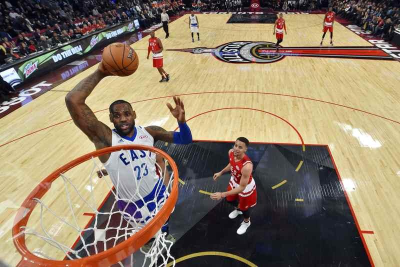 Eastern Conference forward LeBron James of the Cleveland Cavaliers (23) goes up for a dunk during the NBA All-Star Game in Toronto, Ontario, Canada February 14, 2016.  REUTERS