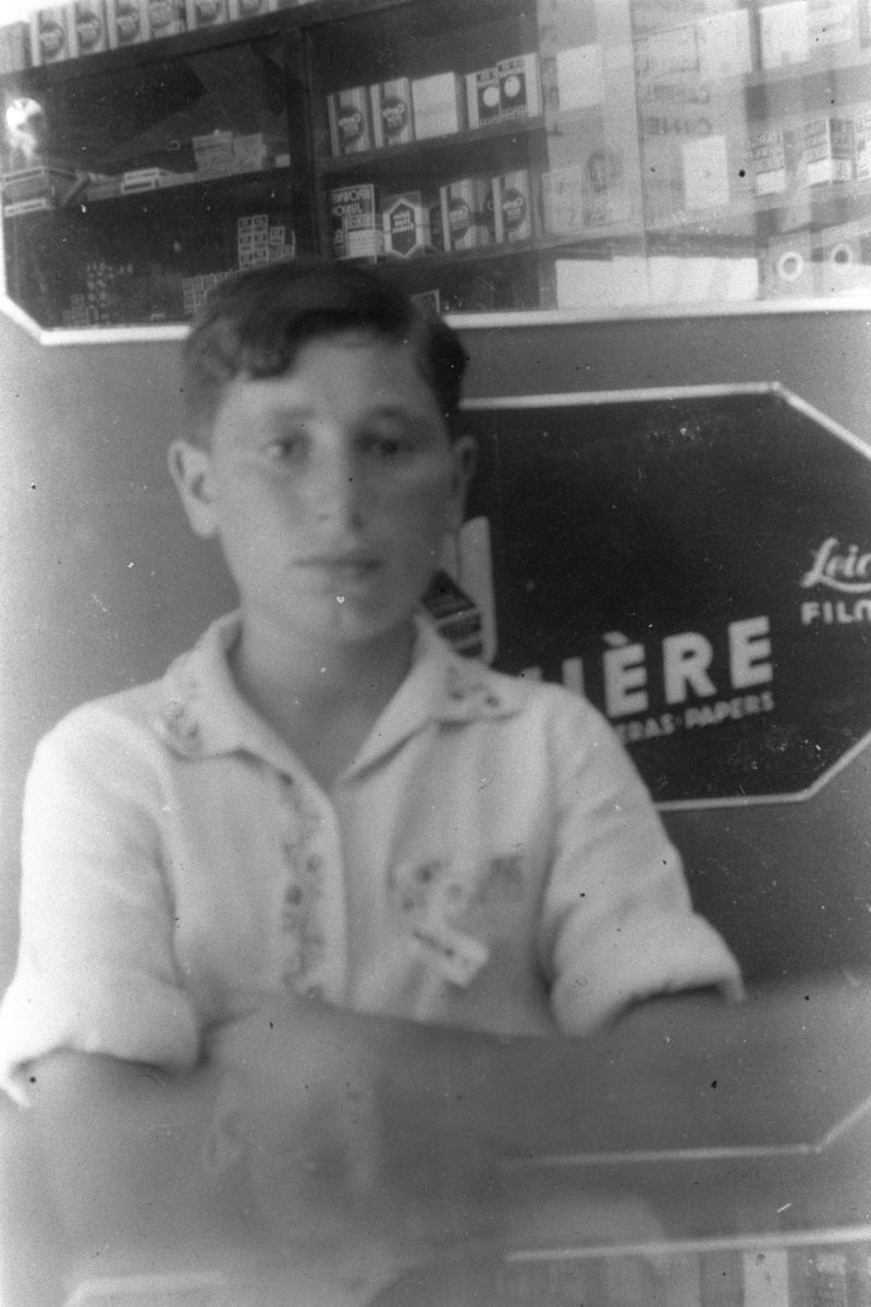 Shimon Peres is seen at the age of thirteen in Poland in this handout photograph released by the Israeli Government Press Office August 1, 1936.  REUTERS