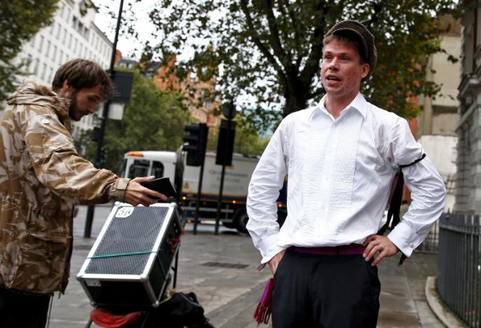 Lauri Love speaks to press outside of his extradition hearing at Westminster Magistrates' Court in London, Sep. 16, 2016. REUTERS/Peter Nicholls