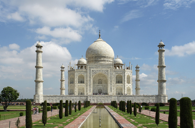 The Taj Mahal's white marble walls are turning green and brown with  pollution | Boing Boing