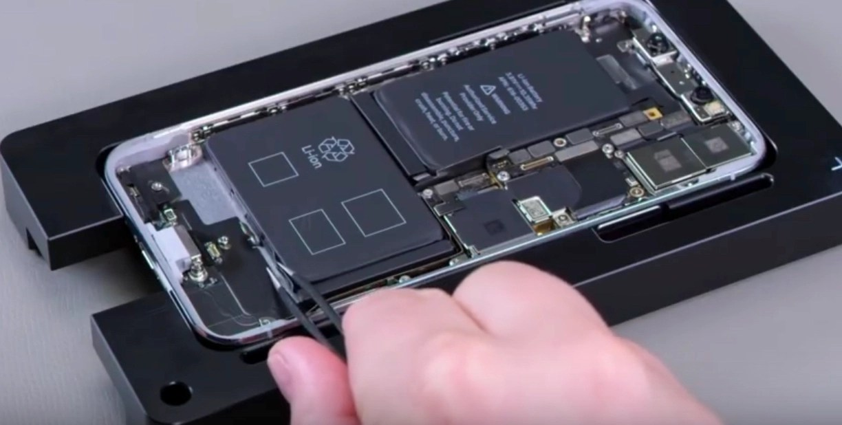 Internal Apple iPhone repair videos apparently leaked / Boing Boing