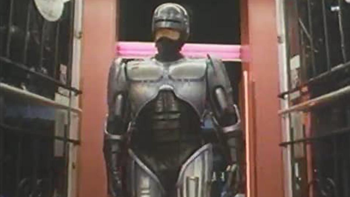 Detroit's 3500 lb. RoboCop statue seeks a new home | Boing Boing
