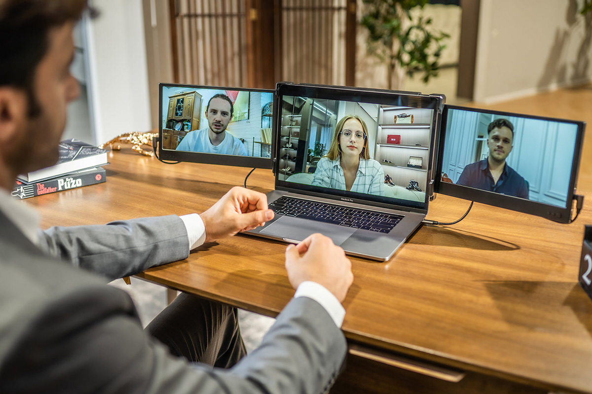 These displays turn your laptop into a dual-screen or tri-screen productivity powerhouse | Boing Boing