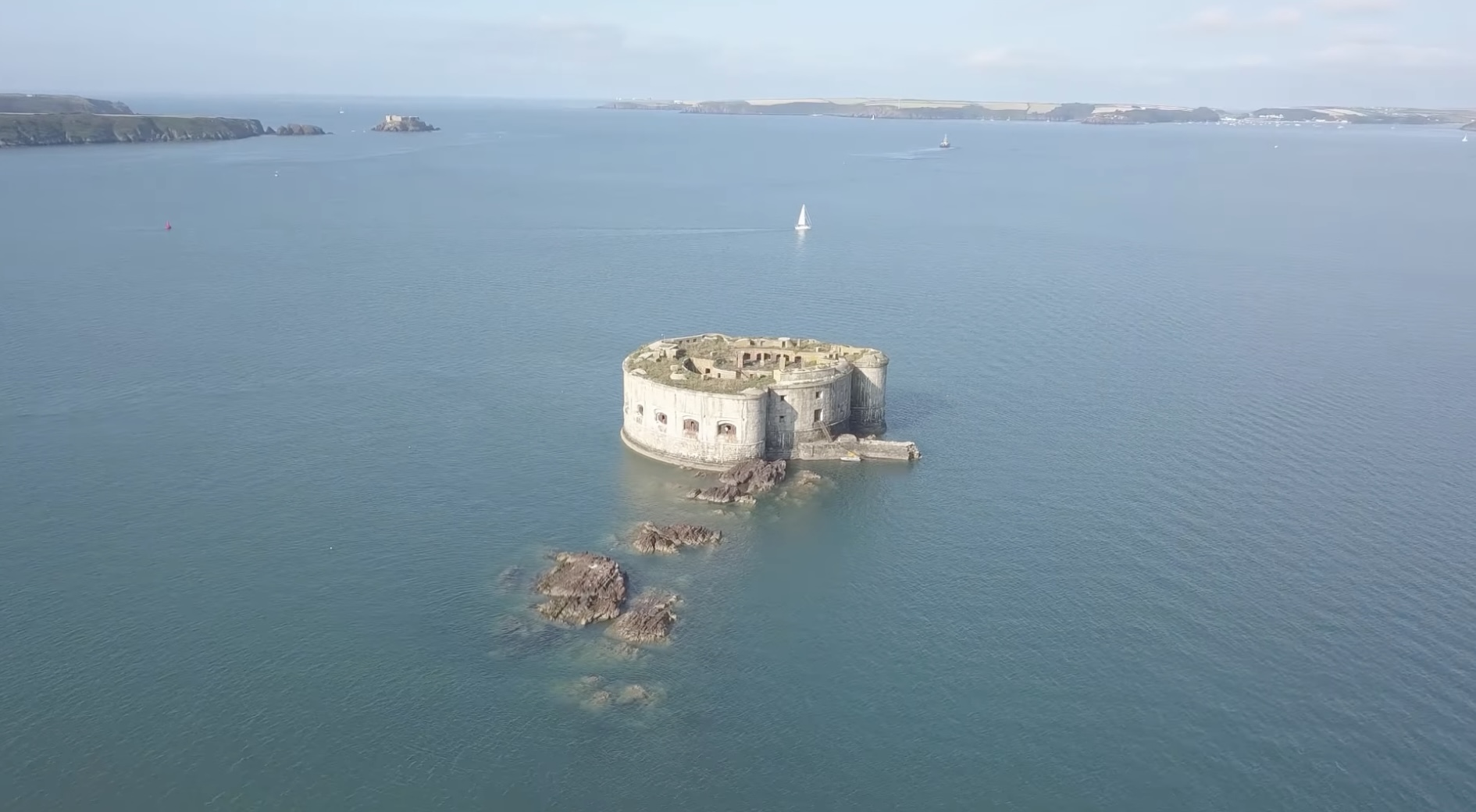 Exploring Stack Rock Fort, an abandoned three-gun fort built in an estuary in Wales