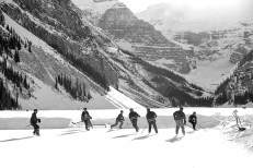 Ice hockey in the Canadian Rocky Mountains