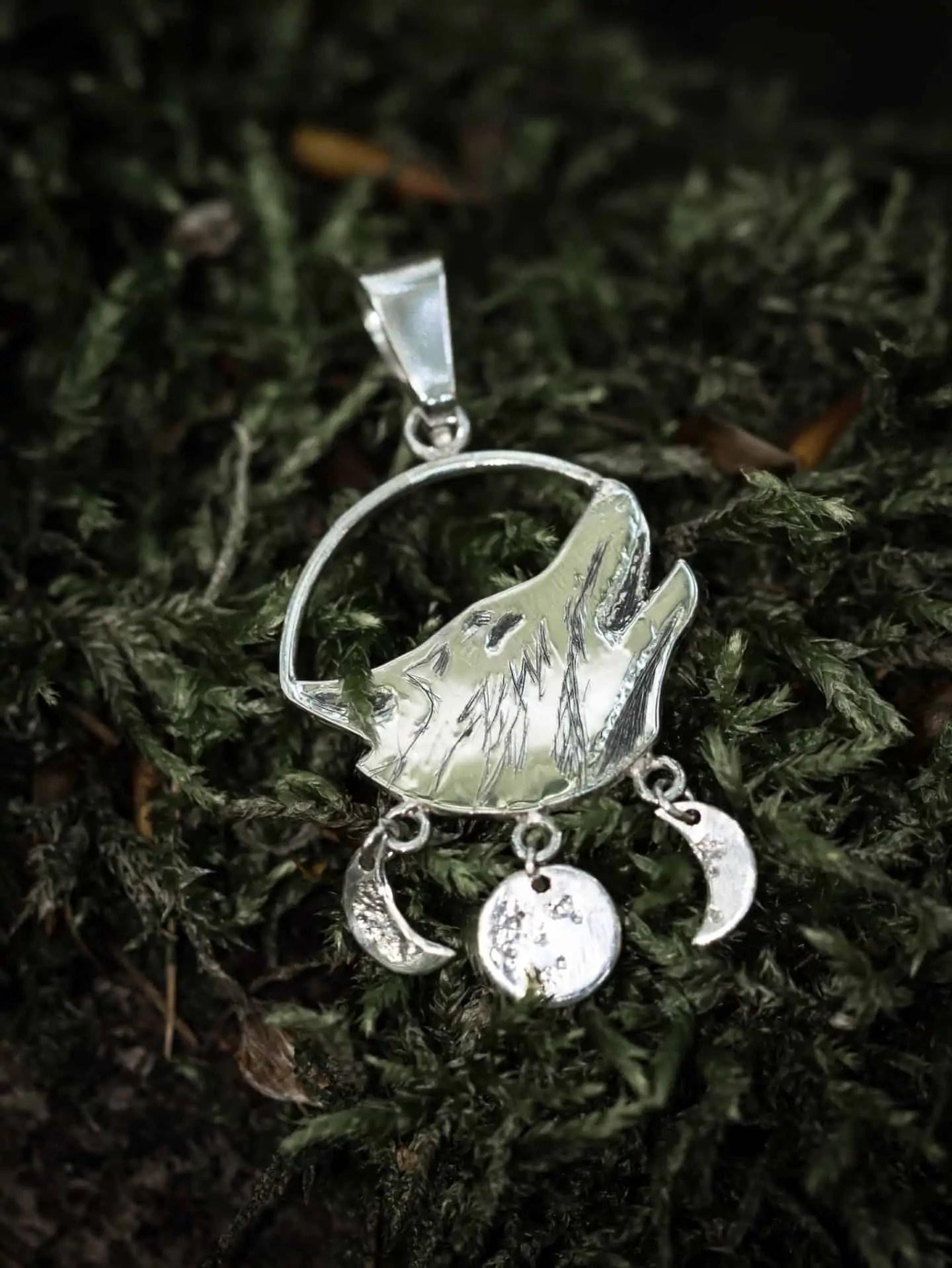 Jak zrobić zdjęcie biżuterii las i srebro