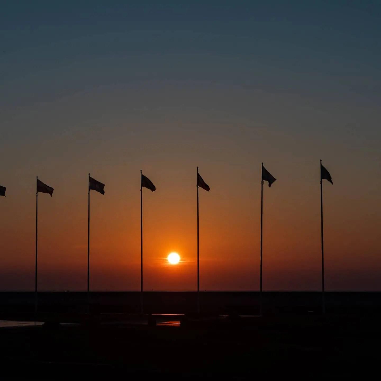 Zdjęcia o wschodzie słońca Gdynia Skwer Kościuszki Pomink Żagle 7 - Zasady kompozycji - przewodnik po 20 regułach