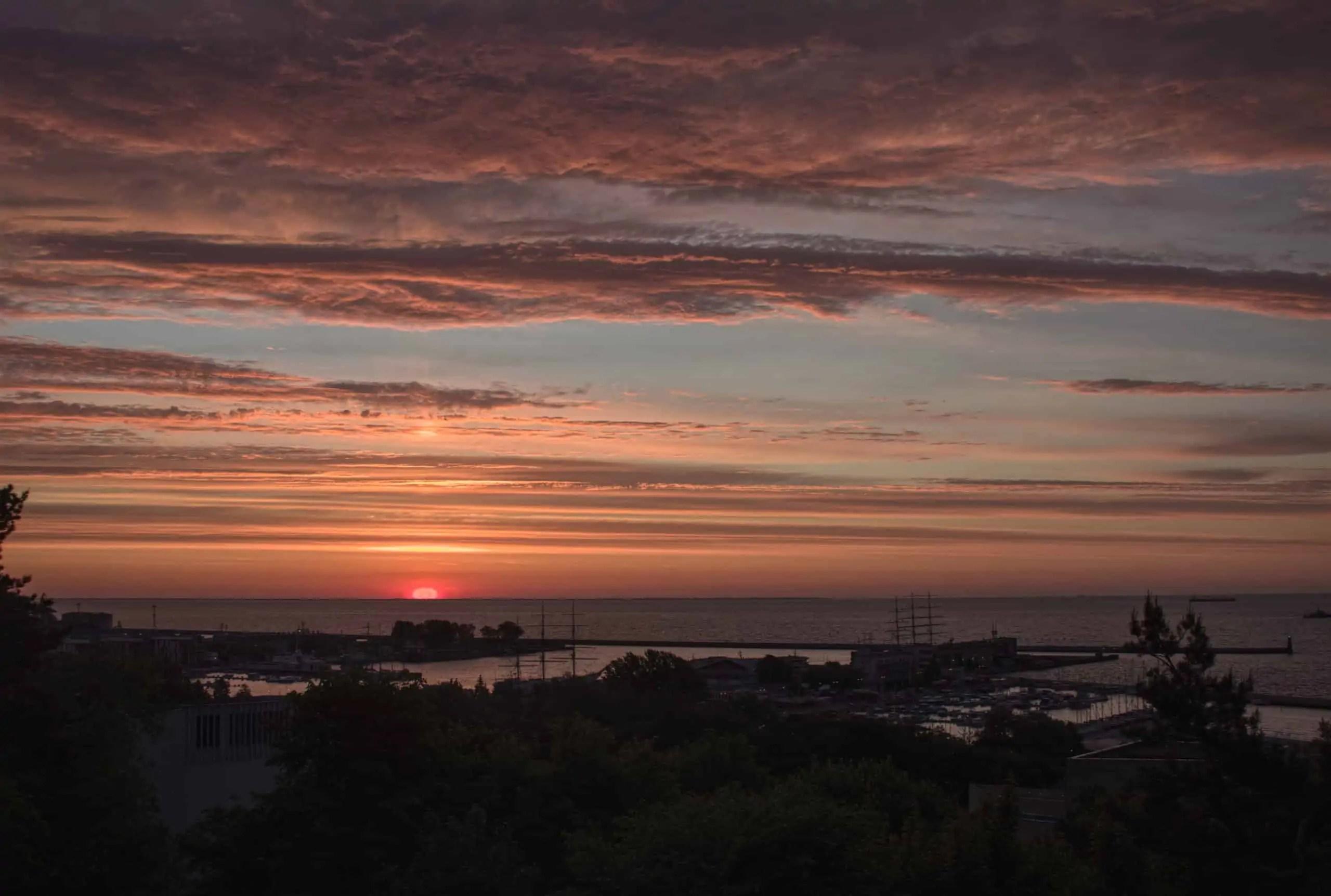 Gdynia Kamienna Góra wschód słońca fotografia HDR scaled - Najlepszy prezent dla fotografa jest darmowy. Resztę kupisz do 100 pln