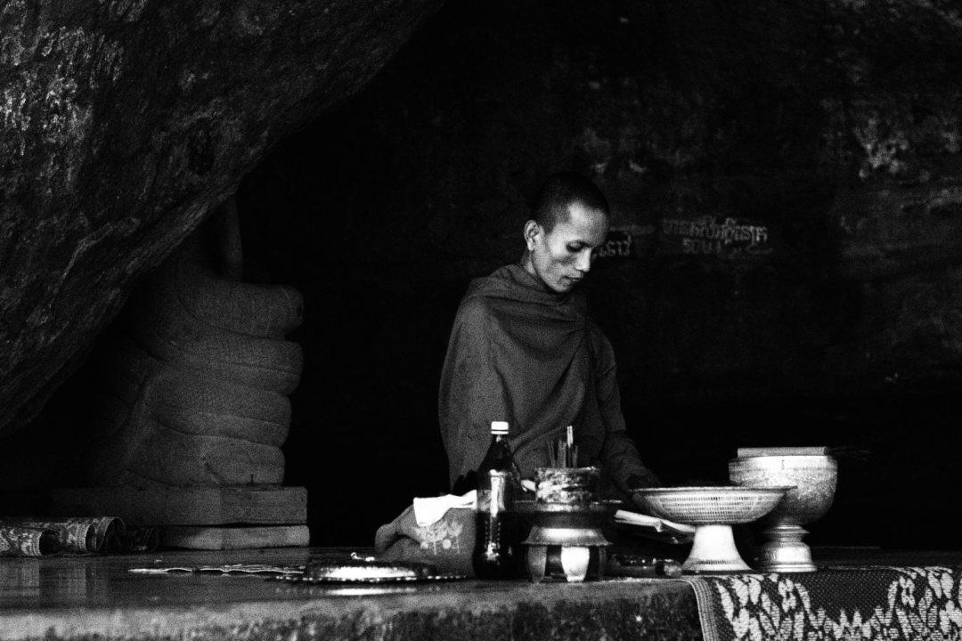 Meditasjon i Phnom Kulen. Foto: Geir Ertzgaard