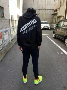 supremeのパーカー