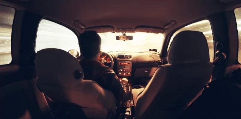 車内で うんこ を催す図