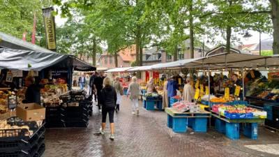 Fantastisch, de markt in Laren onder de bomen van de Brink