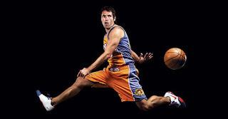 Cara Melempar Bola dalam Permainan Bola Basket (5)