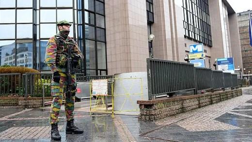 Alerta terrorista adia viagem da seleção britânica