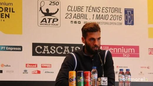 Benoit Paire explica início tremido: até o dente lhe escapou